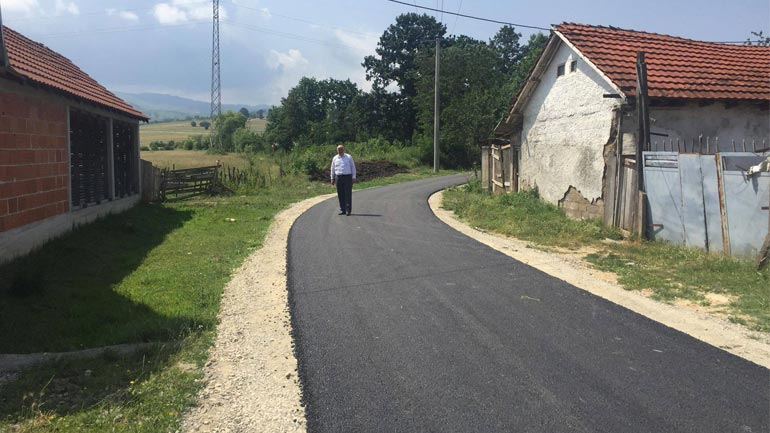 Në Ramnishtë asfaltohet rruga e varrezave