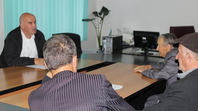 Kryetari Sokol Haliti takon qytetarë të komunës së Vitisë
