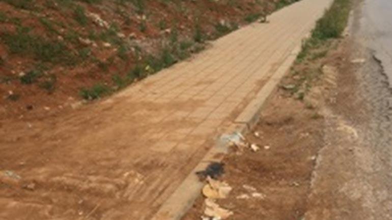 I shkruajnë drejtorit Korça: Përfundojeni trotuarin në Zhegër!