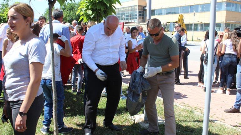 Vitia me aktivitete të pastrimit shënon Ditën Ndërkombëtare të Mjedisit