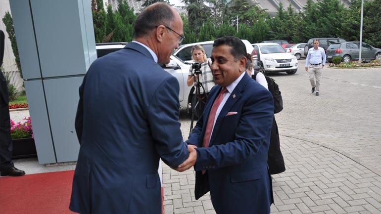 Ministri Gashi priti në takim Ministrin nga Mbretëria e Bashkuar Lord Tariq Ahmad