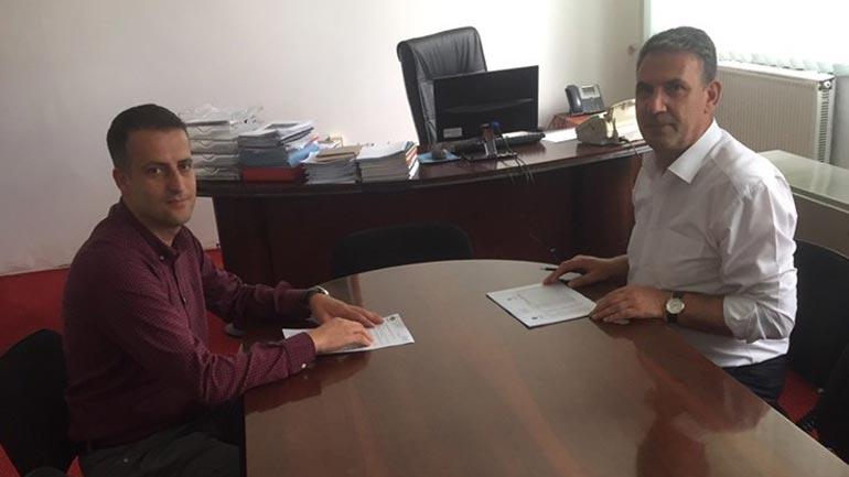 """Gjilani arrin marrëveshje me """"Hib Petrol"""" për ulje të çmimit të naftës për 5 për qind për fermerët"""