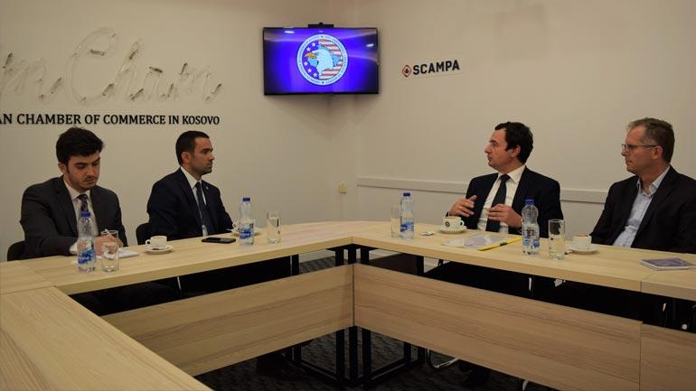 Kryetari i Lëvizjes Vetëvendosje viziton Odën Ekonomike Amerikane në Kosovë