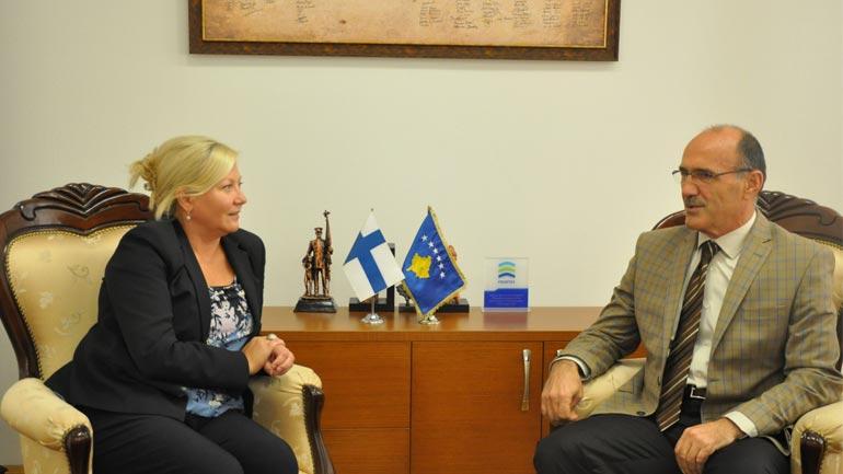 Ministri Gashi priti në takim ambasadoren e Finlandës në Kosovë