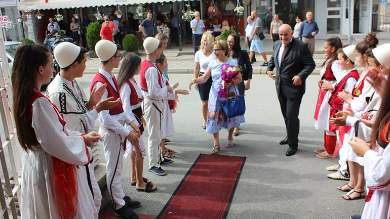 "Vitia shpalli ""Qytetare Nderi"" ish-eurodeputeten Doris Pack"