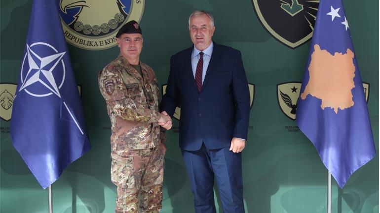 Ministri i FSK-së, Rrustem Berisha priti komandantin e KFOR-it, gjeneral major Salvatore Cuoci