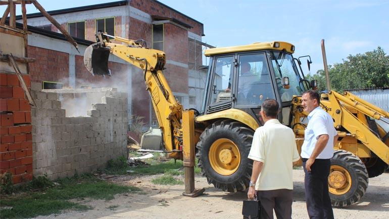 Rrënohen me dhjetëra objekte ilegale për t'i lëshuar vend objektit të Zjarrfikësve dhe Shpëtimit