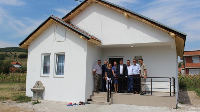 Gjilani me donatorët inaugurojnë dy shtëpi të reja për familjet në nevojë