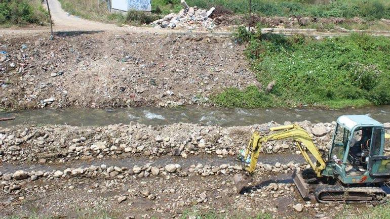 Kryetari Haliti sheh nga afër si shkojnë punët e ndërtimit të Urës në Viti