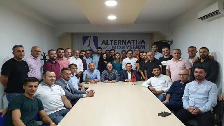 Alternativa për Nryshim: Pro zgjedhjeve për këshillat nacionale në Serbi