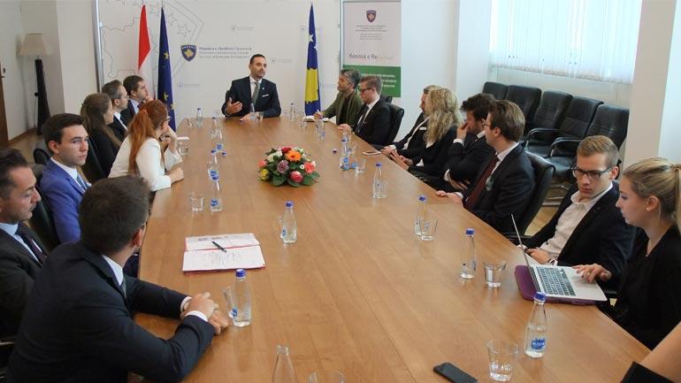 Ministri Lluka njofton parlamentarët austriakë me zhvillimet ekonomike në vend