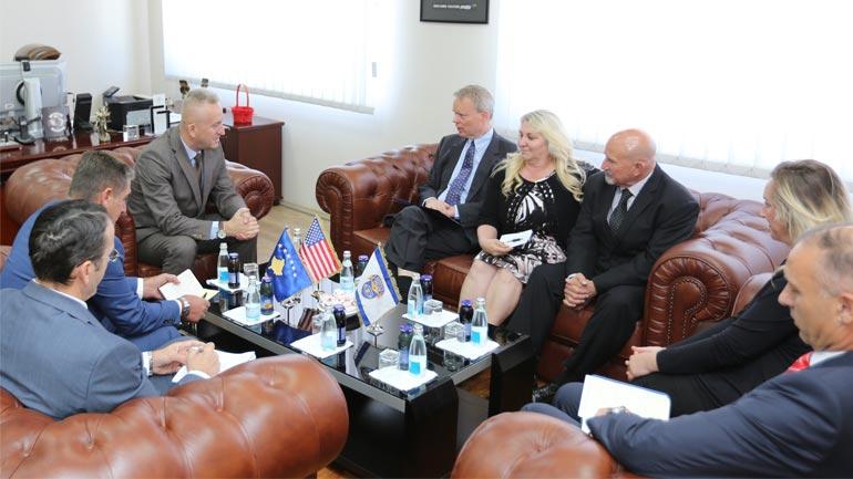 Drejtori i Përgjithshëm i PK-së, Rashit Qalaj priti në takim ambasadorin amerikan Greg Delawie