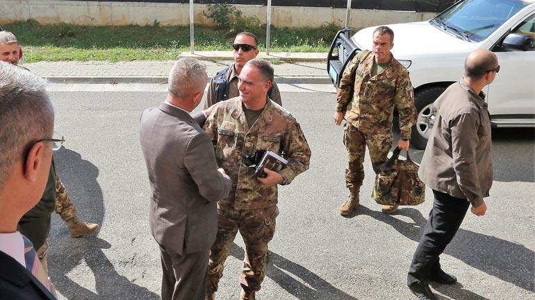 Drejtori i Përgjithshëm i PK-së, Rashit Qalaj takon gjeneralin e KFOR-it, Salvatore Cuoci