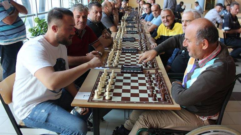 """Ardian Jashari fitues i kupës memoriale në turneun e shahut """"Gursel e Bajram Sylejmani"""""""