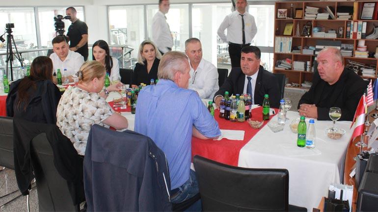 Pronari i gjigantit botëror Profine paralajmëron investime të reja në Gjilan dhe Kosovë