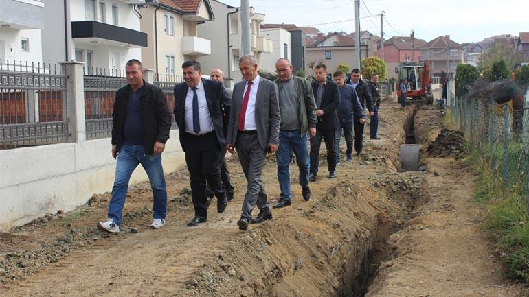Haziri: Nuk do të mbetet rrugë pa u asfaltuar, nuk ka me pasë më lloç e vada