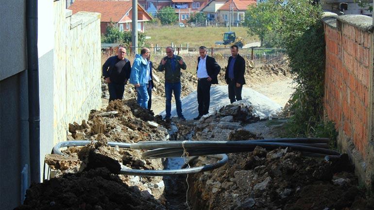 """Ismajli: Mbi 200 mijë euro po investohen në ndërtimin e shtatë rrugëve në lagjen """"Arbëria"""""""