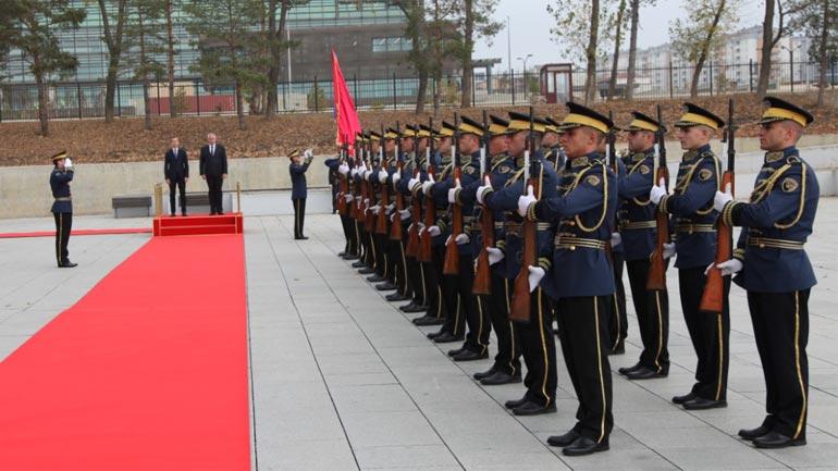 Ministri i FSK-së priti në vizitë ministrin e Mbrojtjes të Malit të Zi