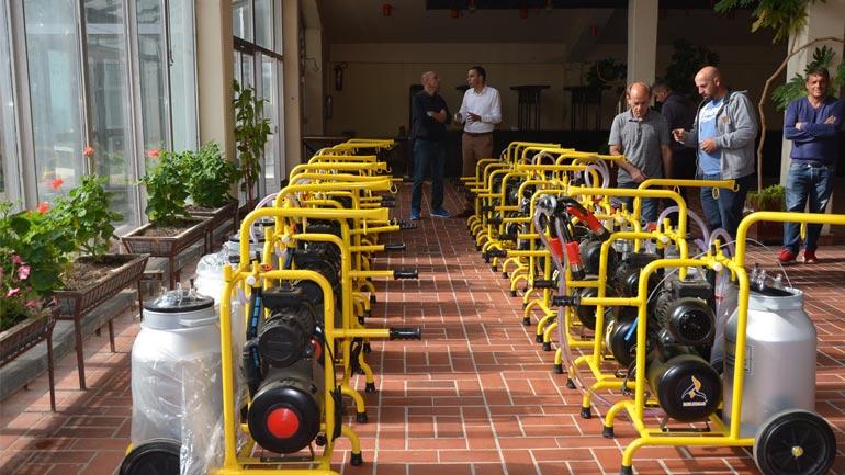 Shpërndahen 20 makina mjelëse për fermerë