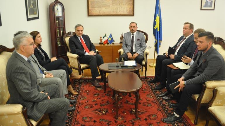 Ministri Ekrem Mustafa takoi ambasadorin italian Piero Cristoforo Sardi