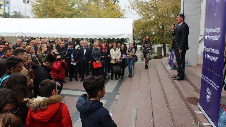 """Gjilani nis fushatën """"Respekto familjen për t'u respektuar"""""""