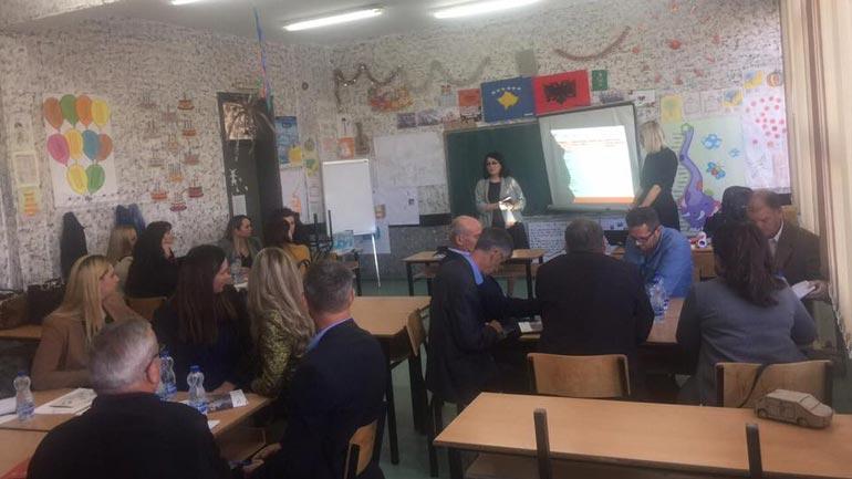 """Në gjashtë shkollat e Vitisë fillon implementimi i konceptit """"Komuniteti i të mësuarit së bashku"""""""