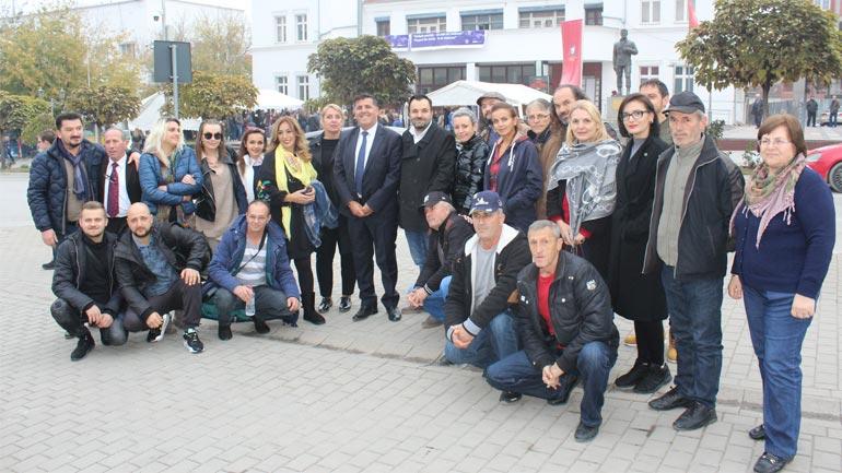 """Haziri i uron suksese aktorëve të teatrit të Gjilanit në festivalin ndërkombëtar """"Skupi Festival"""""""