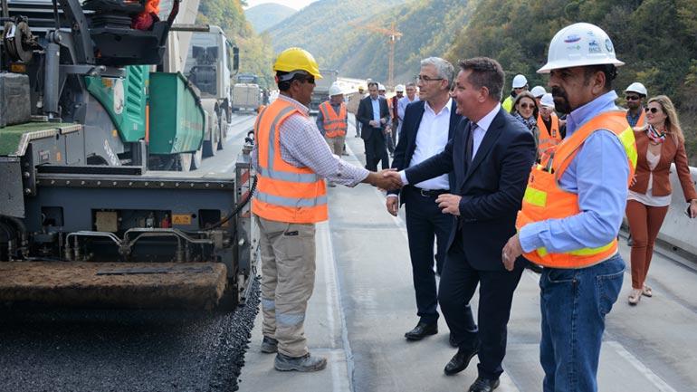 MI: Filloi asfaltimi i urës më të gjatë në rajon