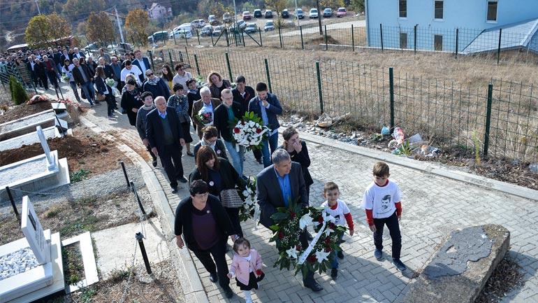 Vetëvendosje: Homazhe tek varri i Astritit
