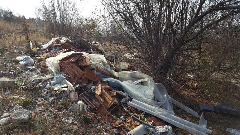 """Fillon pastrimi te """"Rrezja"""", vend i stërmbushur me mbeturina të llojeve të ndryshme"""