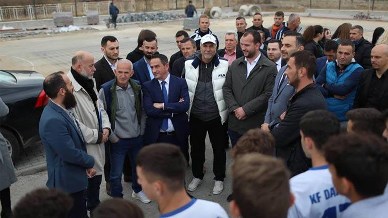Kastrati pret në takim ministrin Matoshi dhe ministrin Lluka
