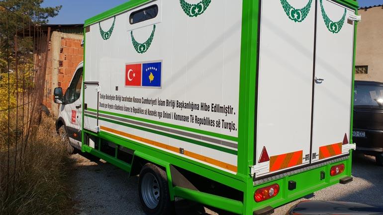 Unioni i Komunave të Turqisë i dhuroi KBI-së në Gjilan një makinë për shërbime mortore