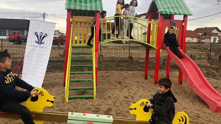 Shkolla në Sllatinë të Poshtme bëhet me kënd të lojërave për fëmijë