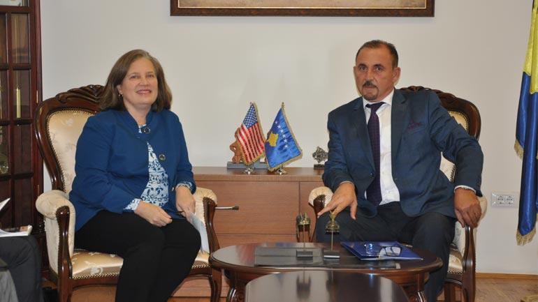 Ministri Mustafa takoi të ngarkuarën me punë në ambasadën e SHBA-së Colleen Hyland