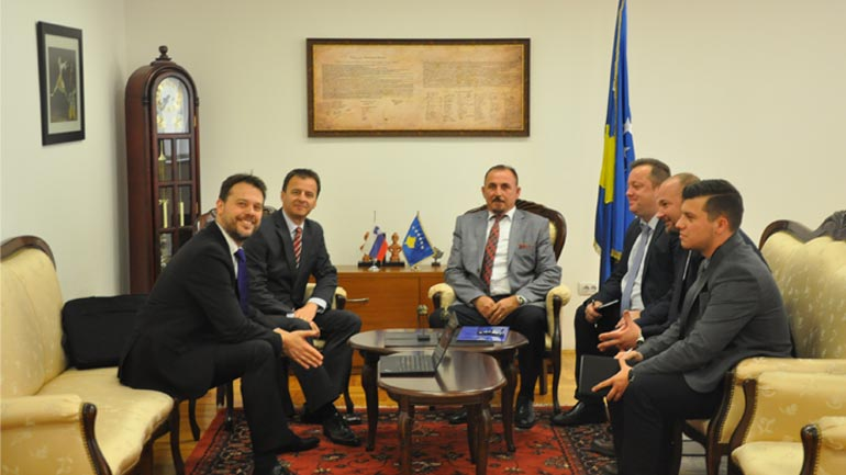 Ministri Mustafa takoi ambasadorin e Sllovenisë në Kosovë
