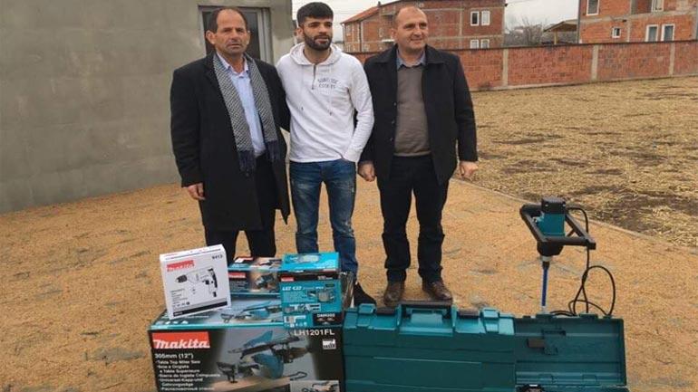 Vitia dhe Fonacioni Kosovë-Luksemburg ndihmojnë dy biznese me pajisje të punës