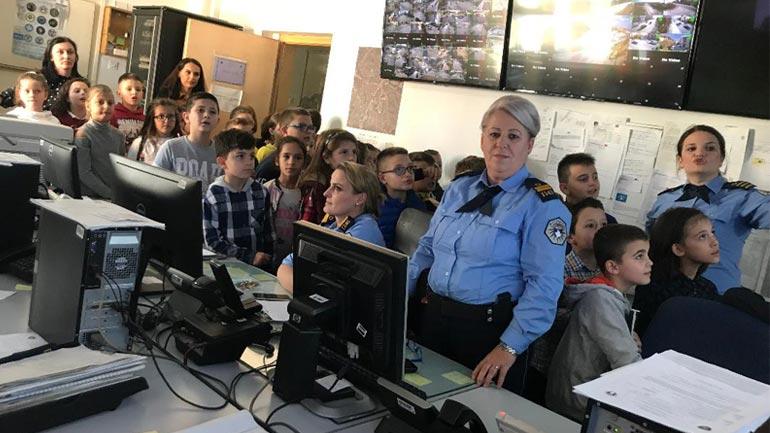 Filloristët dhe arsimtarët e tyre njihen me punën e policisë