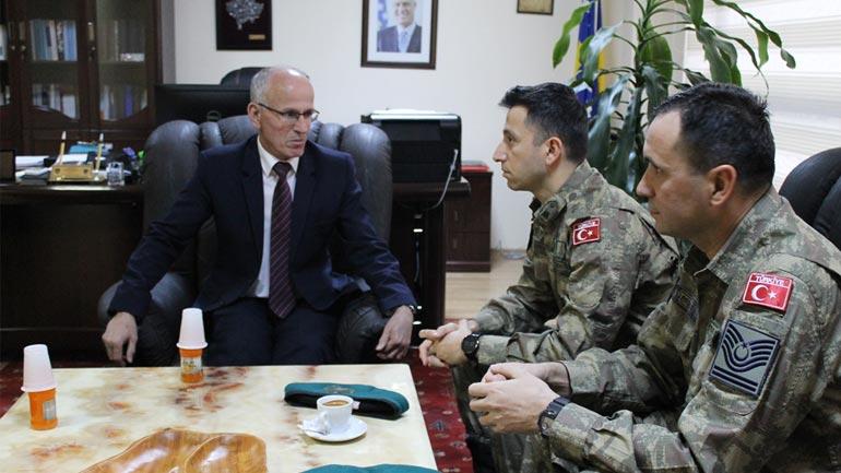 Kryetari Azizi pret në takim Komandatin Albayrak