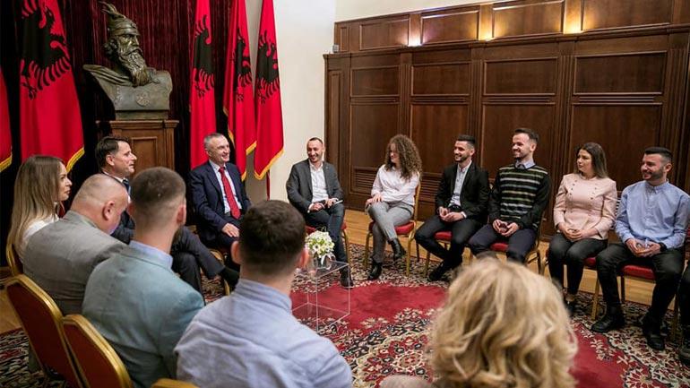 Studentët bashkë me rektorin kanë qëndruar në Shqipëri