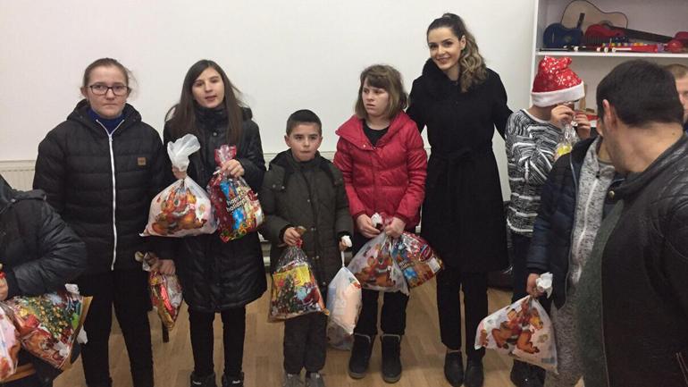 """""""Astoria"""" ndanë dhurata për fundvit për fëmijët e Qendrës """"Pema"""""""