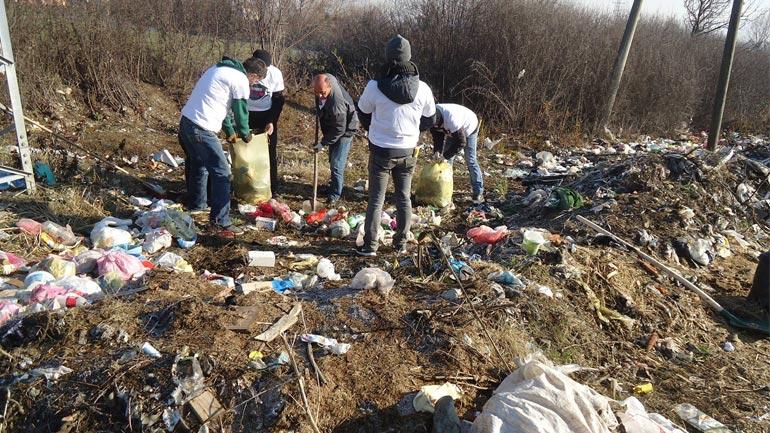 Largohen deponitë ilegale të mbeturinave mes fshatit Drobesh e Smirë