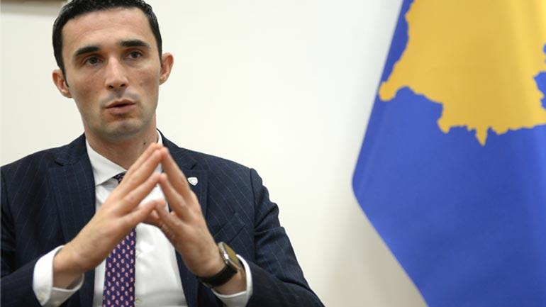 Ministri Shala merr vendim për ndalimin e shitjes së mjeteve piroteknike për të miturit