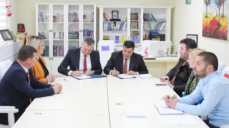 Gjilani nënshkruan marrëveshje bashkëpunimi për avancimin e të rinjve në sport,  kreativitet kulturor dhe mendim kritik