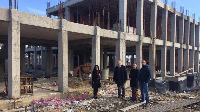 Kryetari i Vitisë viziton vendpunimet ku po ndërtohet shkolla dhe ura
