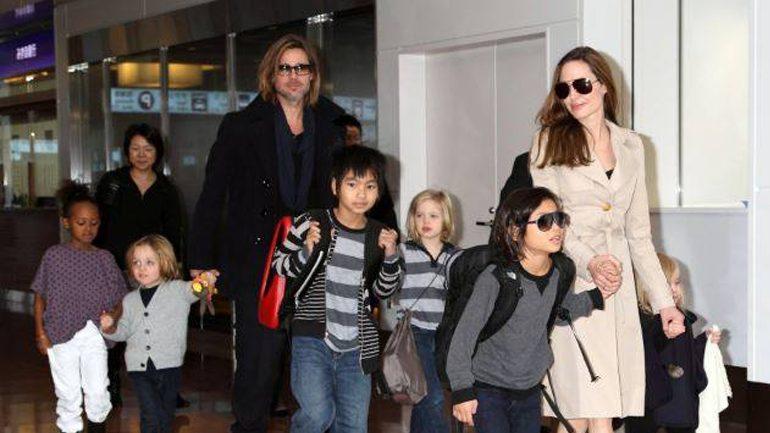 Angelina 'ngushëllohet', e lumtur me fëmijët që po i ngjajnë babait