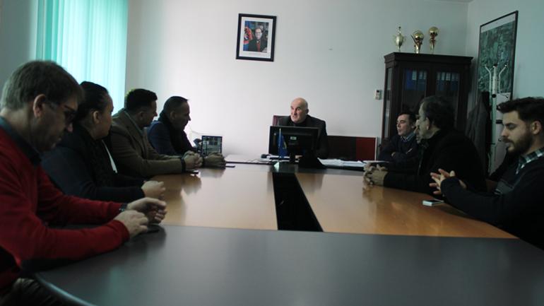 Kryetari i Vitisë nderon me mirënjohje gazetarët dhe mediumet lokale