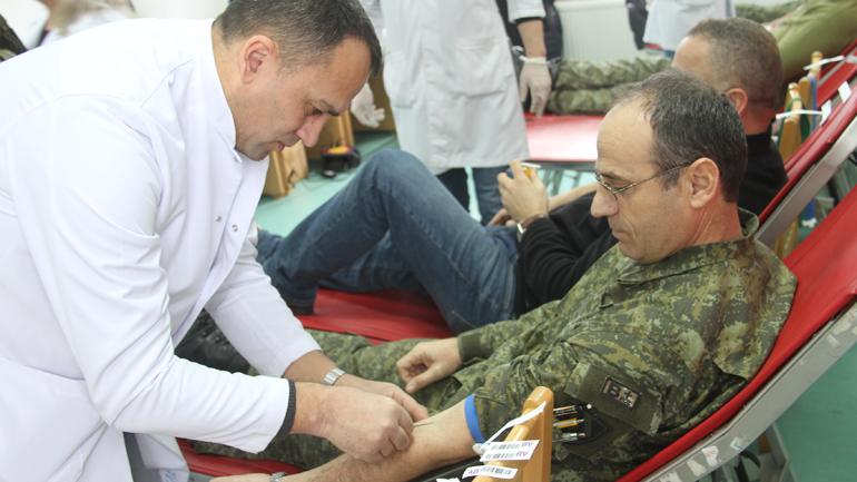 Dhurimi vullnetar i gjakut – aktiviteti i parë humanitar i Ministrisë së Mbrojtjes dhe FSK-së