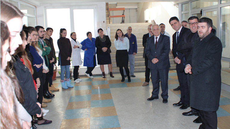 """Konvikti i Gjilanit përfiton donacion nga mbrëmja humanitare """"Pak nga ne, shumë për ata"""""""