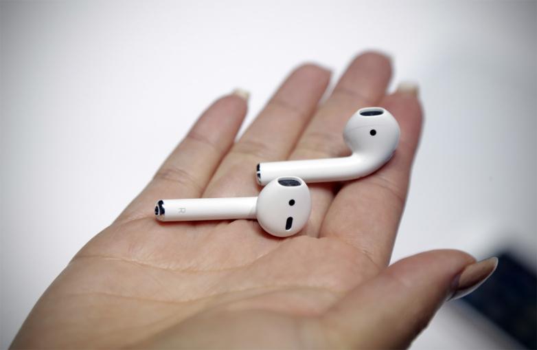 Kufjet pa kabllo po vijnë, Apple kujdeset për këtë