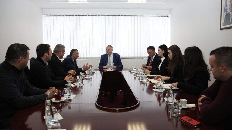 Ministri Rrustem Berisha priti një delegacion të Odës së Afaristëve të Kosovës